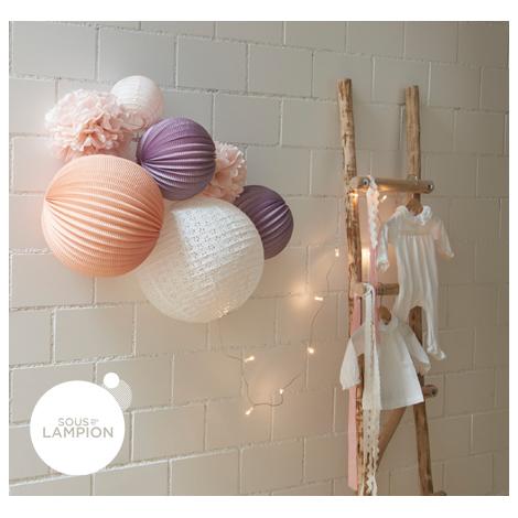 kit de lampions et pompons dans les tons de rose et parme pour une chambre de petite fille. Black Bedroom Furniture Sets. Home Design Ideas