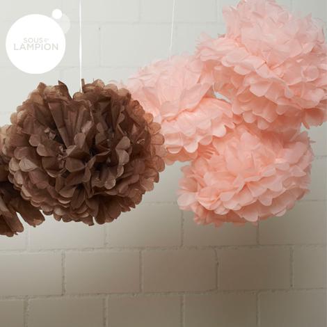 pompons rose sucre et latté suspendus