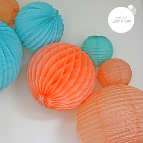 Lanternes melon granité dans une composition de lampions