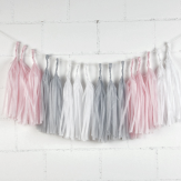 Guirlande de tassels rose pour une chambre d'enfant ou un mariage