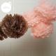 pompons rose sucre et marron glacé suspendus