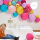 Lampion mousse lavande dans un décor d'anniversaire