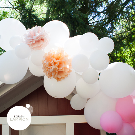 Easy to assemble balloon and pompom garland to decorate a wedding