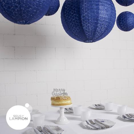 Lanterne en papier aspect dentelle bleu nuit pour la décoration d'un mariage ou d'une table de noel
