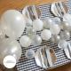 Installation de ballons gris argent et blanc pour décoration de fêtes