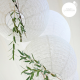 Lanternes ajourées blanches de taille variable
