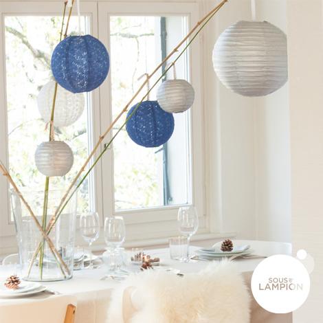 Lanterne en papier dentelle bleu nuit et argenté pour une table de Noel