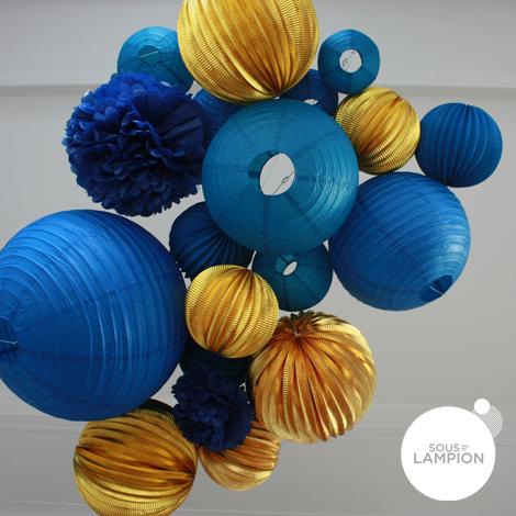 Lampions Gold metallic et lanternes bleu pour un ciel de fêtes