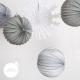 Lot de lampions et flocons dans les tons blanc, argent et gris pour une décoration de Noël