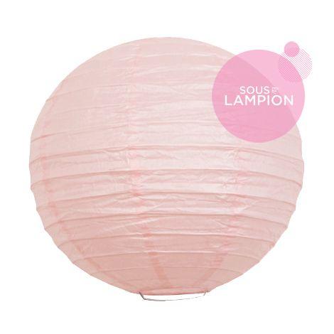 Petite lanterne en papier rose pâle pour une décoration murale de chambre de fille