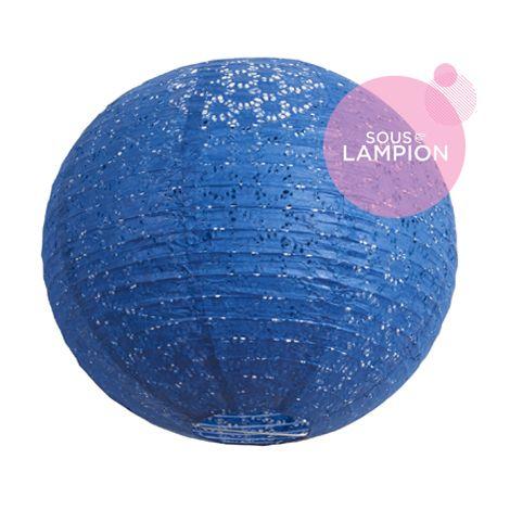 Lanterne en papier bleu dentelle pour une décoration de mariage champêtre