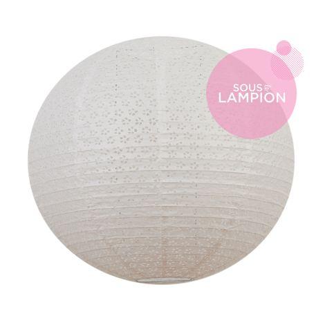 grande lanterne en papier blanc dentelle pour une décoration de mariage champêtre