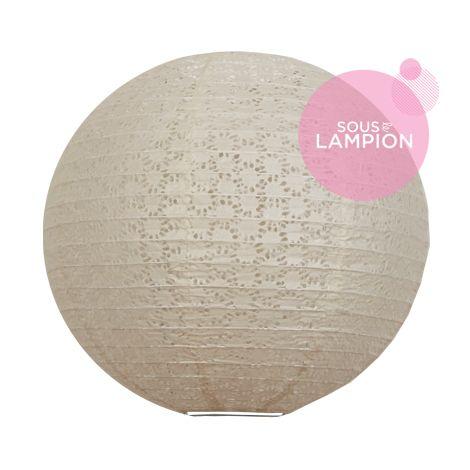 Grande lanterne en papier gris clair dentelle pour une décoration de mariage champêtre