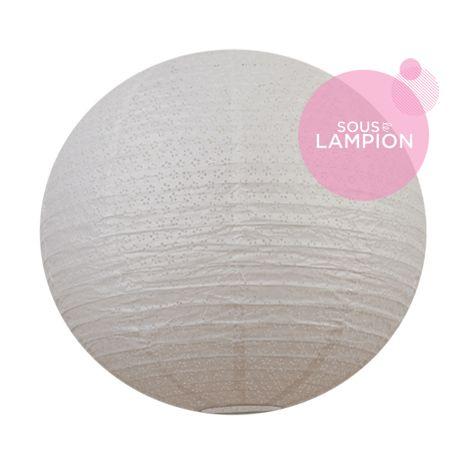 très grande lanterne en papier blanc ajouré pour une décoration de mariage champêtre