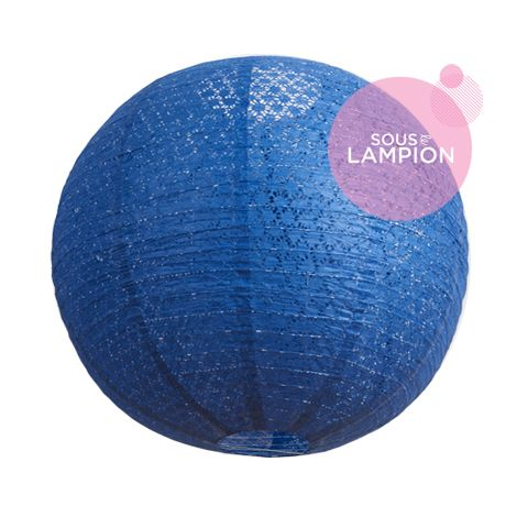 Très grande lanterne en papier bleu dentelle pour une décoration de mariage champêtre