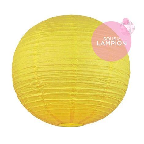 Très grande lanterne en papier jaune vif pour une décoration de tente ou chapiteau de mariage