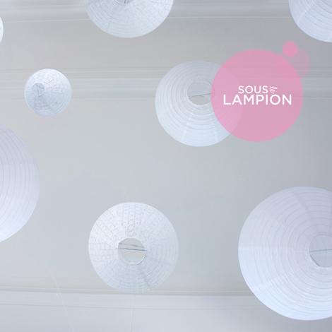 lanternes mariage blanches et dentelles pour décoration de salle