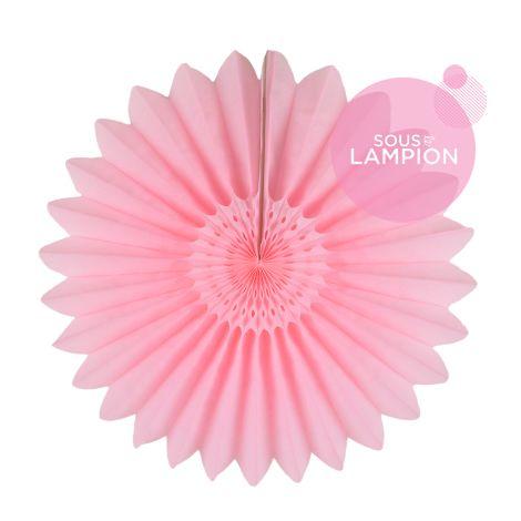 Rosace en papier rose poudré pour une déco photobooth de mariage rose