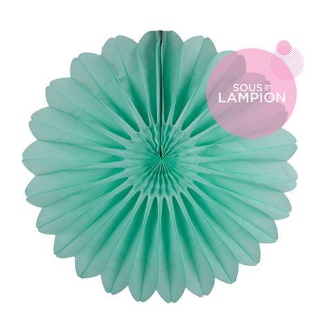 Grande rosace en papier vert menthe pastel pour une déco de buffet de mariage