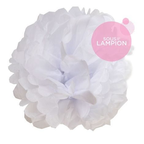 Grand pompon en papier blanc pour décorer un mariage champêtre, romantique