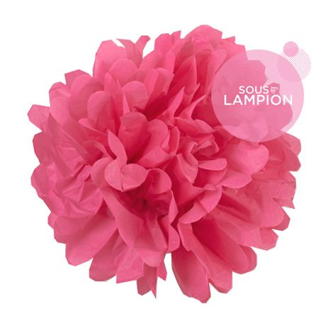 Grand pompon en papier rose fuchsia pour décorer un mariage champêtre, romantique