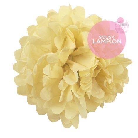 grand pompon en papier crème pour décorer un mariage champêtre,romantique