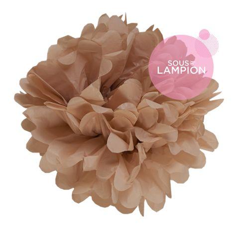 grand pompon en papier marron beige pour décorer un mariage champêtre,romantique
