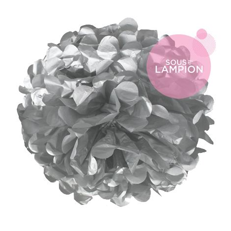 grand pompon en papier gris argent pour décorer un mariage champêtre,romantique