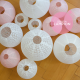 Lanternes mariage en lot rose et blanc pour déco champêtre chic