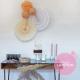 Anniversaire bohème: décoration de buffet avec rosaces et boules papier