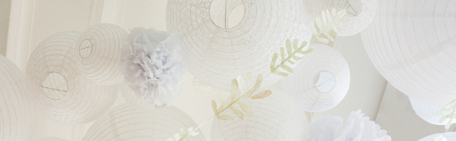 Ciel de lanternes blanc et végétal