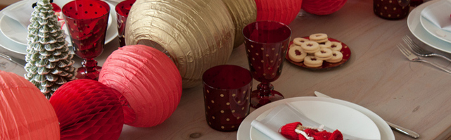 Red and gold Christmas table decoration
