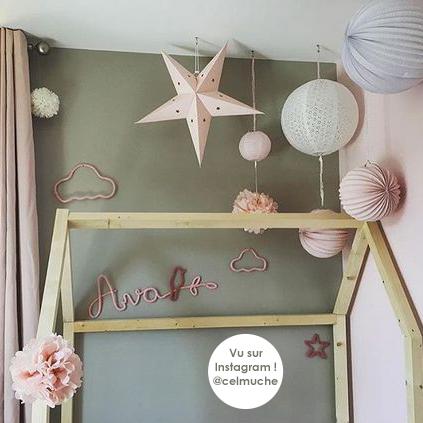 Ciel de lampions rose et blanc pour une chambre de fille