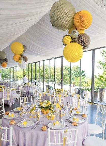 décoration de tente de mariage avec des lanternes