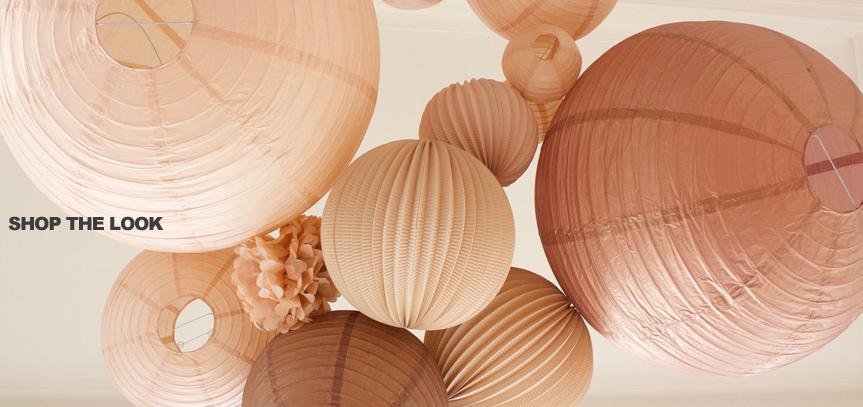lanternes en papier beige pour décorer un mariage