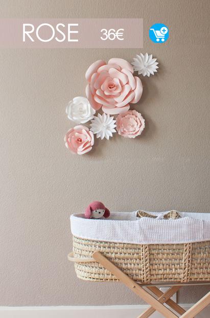 fleurs en papier pour decoration murale rose et blanc sous le lampion
