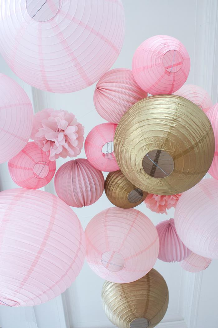 Ciel de lanternes et lampions rose gold pour un mariage