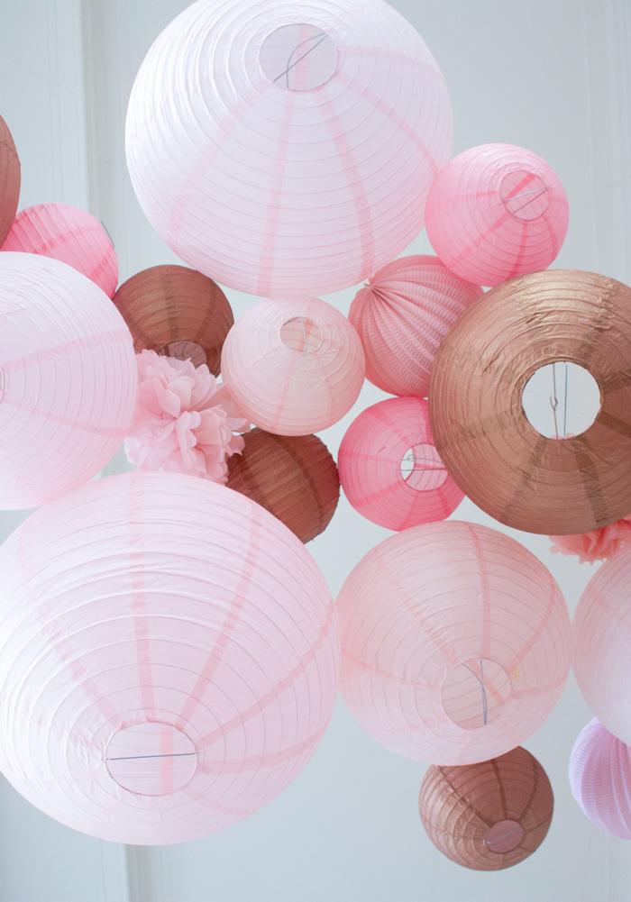 Ciel de lanternes et lampions rose cuivre pour un mariage