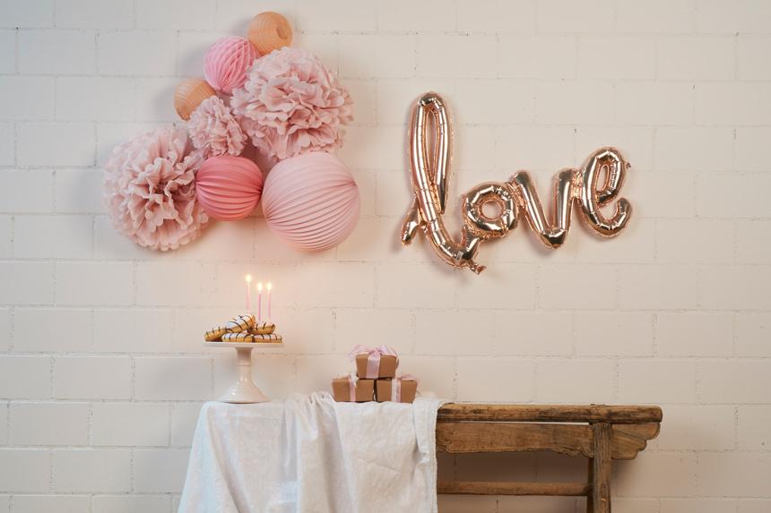 lampions et boules papier pour anniversaire rose