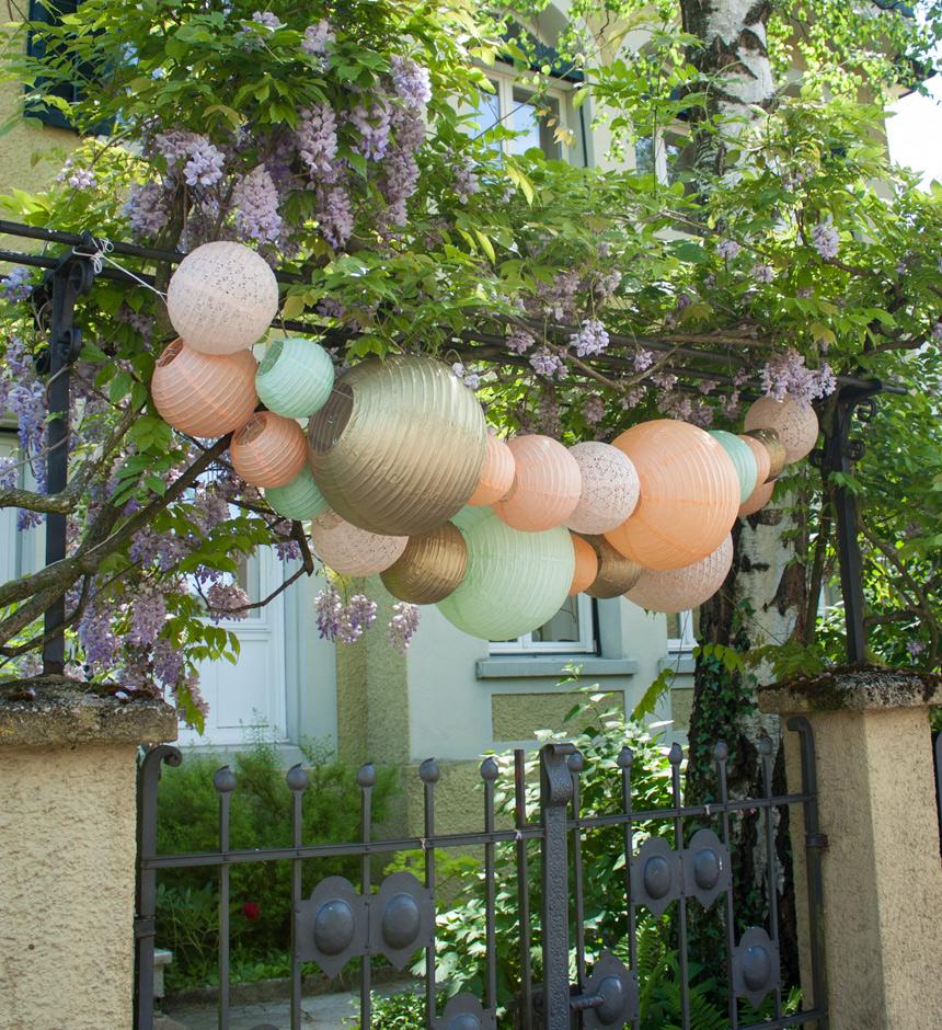 guirlandes de lanternes en papier pour décorer une fête