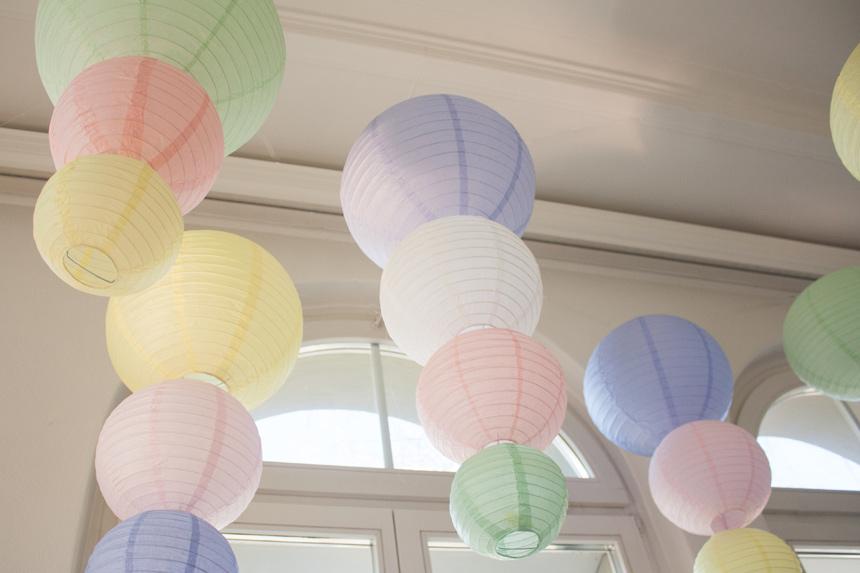 lanternes en papier couleurs pastel