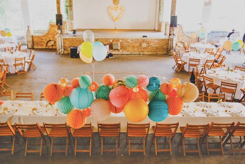 Lanterne mariage couleurs pour déco de table des mariés