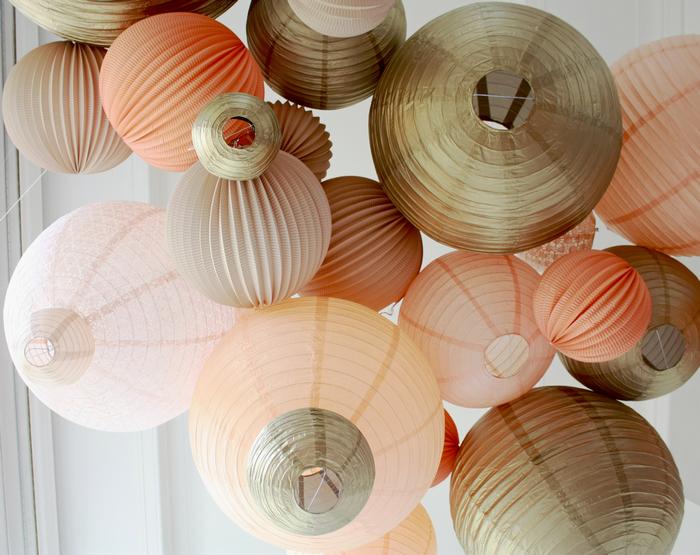 Ciel de lanternes et lampions gold pastel pour un mariage