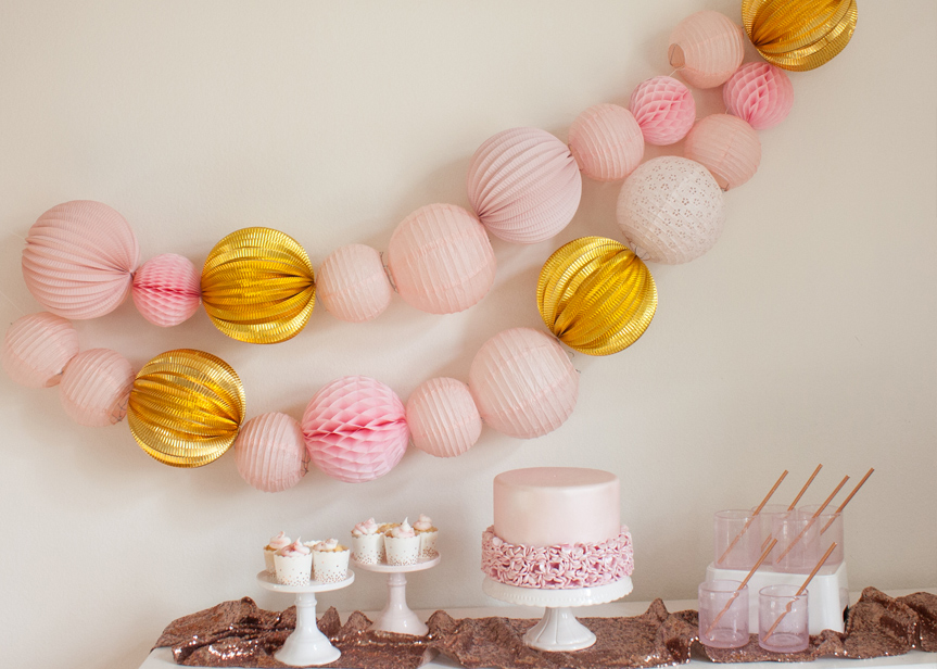 Pink and Gold New Year's eve party decor
