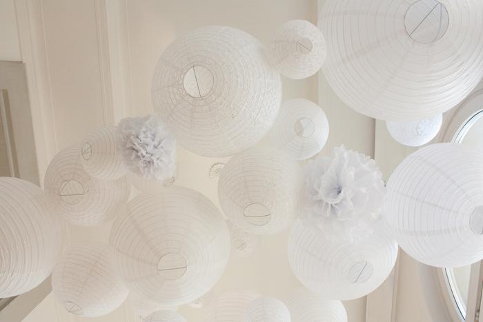 Ciel de lanternes et lampions blanc pour un mariage