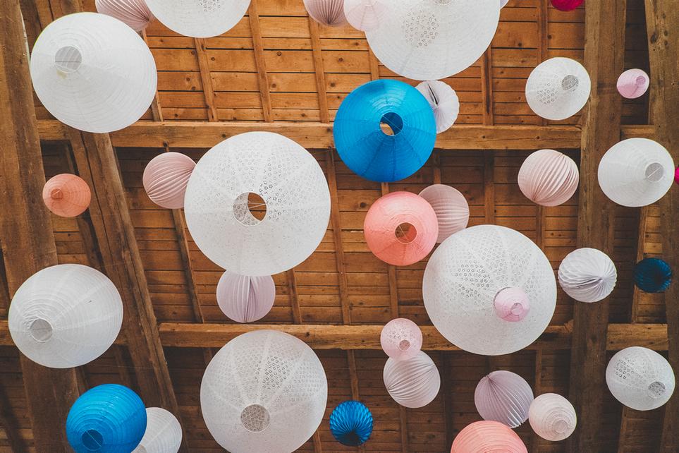 comment accrocher les lanternes pour un mariage