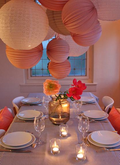 ciel de lampions rose pour décoration diner