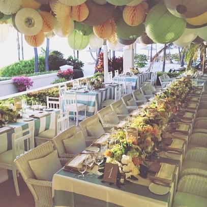 décoration salle de mariage avec des boules papier