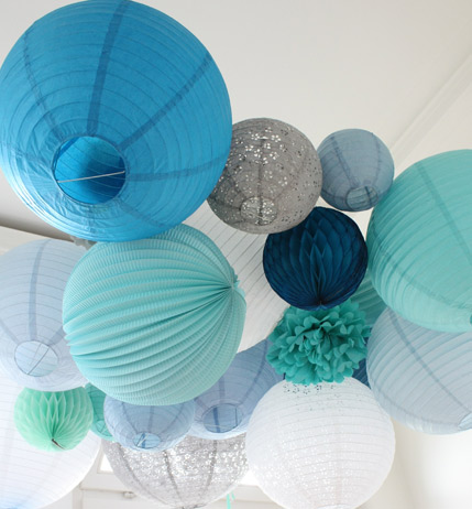 blue paper lanterns for a wedding